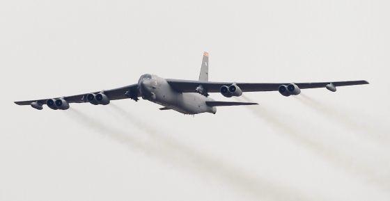 Un bombardero S52 estadounidense, este domingo en Corea del Sur.