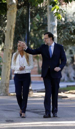 Mariano Rajoy, junto a Lilian Tintori, esposa del opositor venezolano Leopoldo López, el pasado septiembre en Madrid.