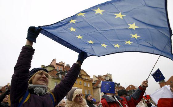Protesta el sábado en Varsovia contra las medidas del Gobierno polaco.
