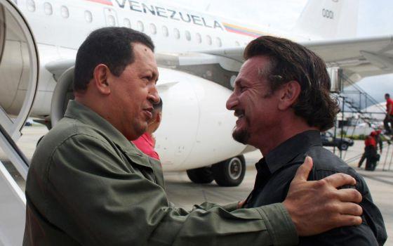 El actor estadoundiense Sean Penn con Hugo Chávez.