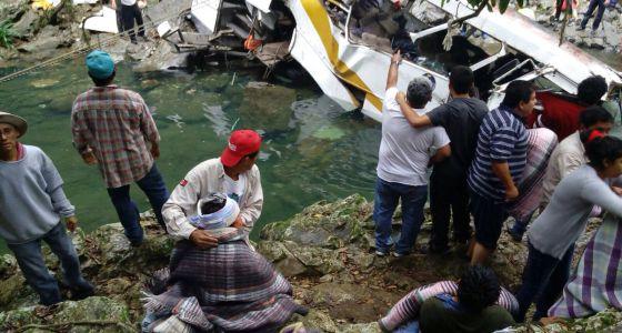 Más de 20 muertos en un accidente de autobús en Atoyac, Veracruz