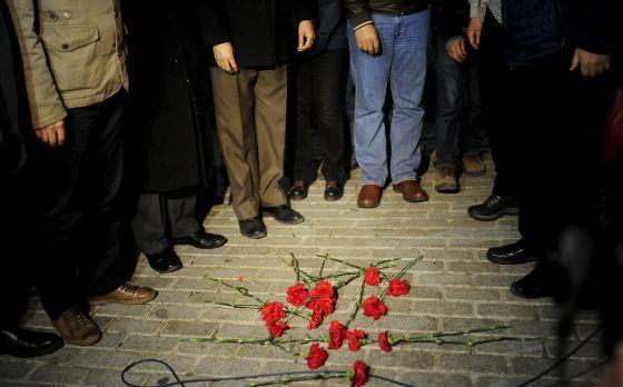 Flores en homenaje a las víctimas en el lugar del atentado del martes en Estambul.