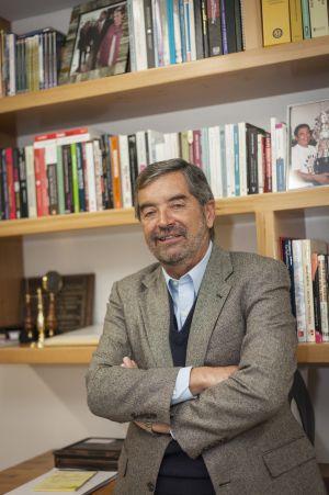 Juan Ramón de la Fuente, en su oficina.