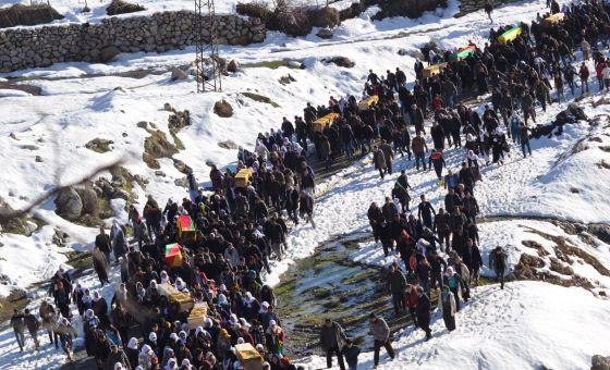 Funeral por los muertos durante los combates entre simpatizantes del grupo armado PKK y fuerzas de seguridad turcas