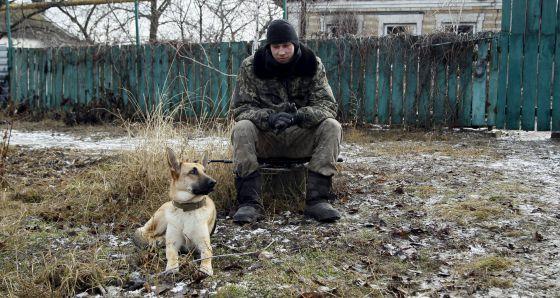 Un soldado rebelde ayer en Donetsk.