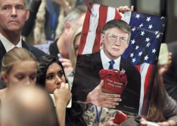 El Parlamento británico debate vetar la entrada de Donald Trump al país