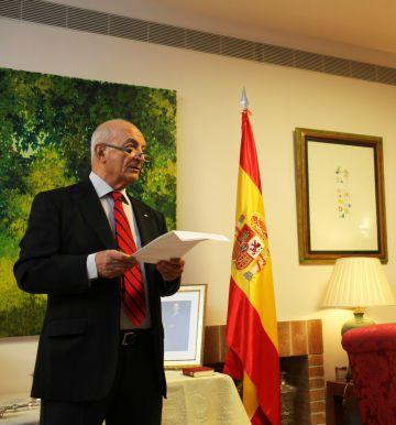 Avner Azulay speaks at Tuesday's ceremony.