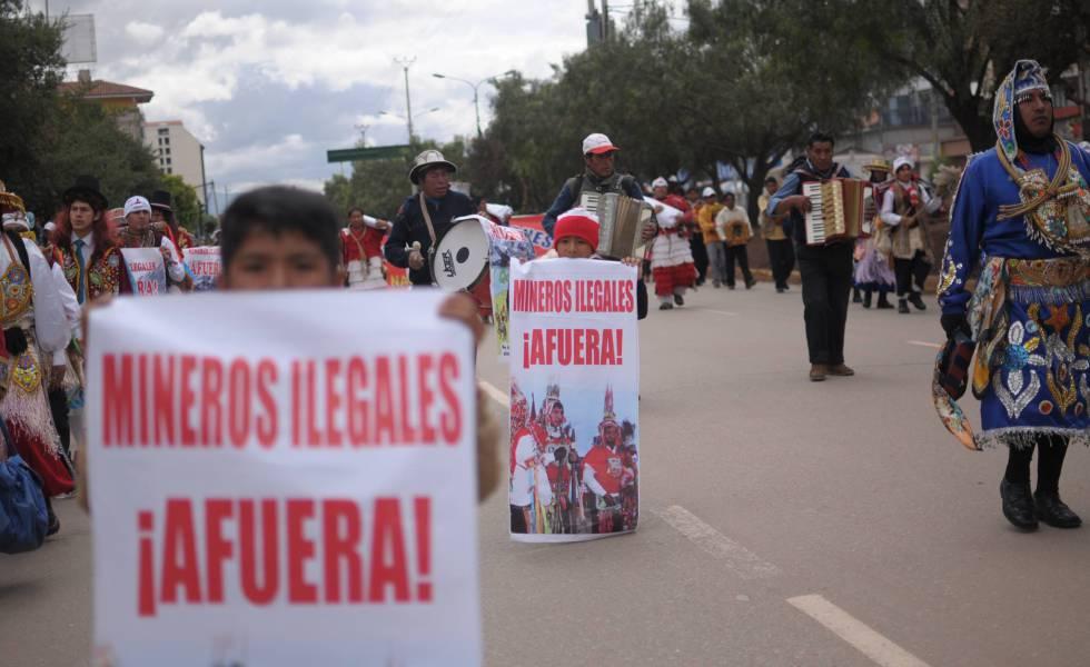 Marcha en Cusco en contra de la minería ilegal, el 17 de enero.