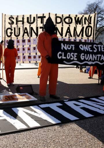 Concentración por el cierre de Guantánamo frente a la Casa Blanca