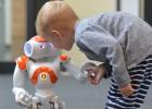 Neo, um robô que dá aula de idiomas para crianças imigrantes
