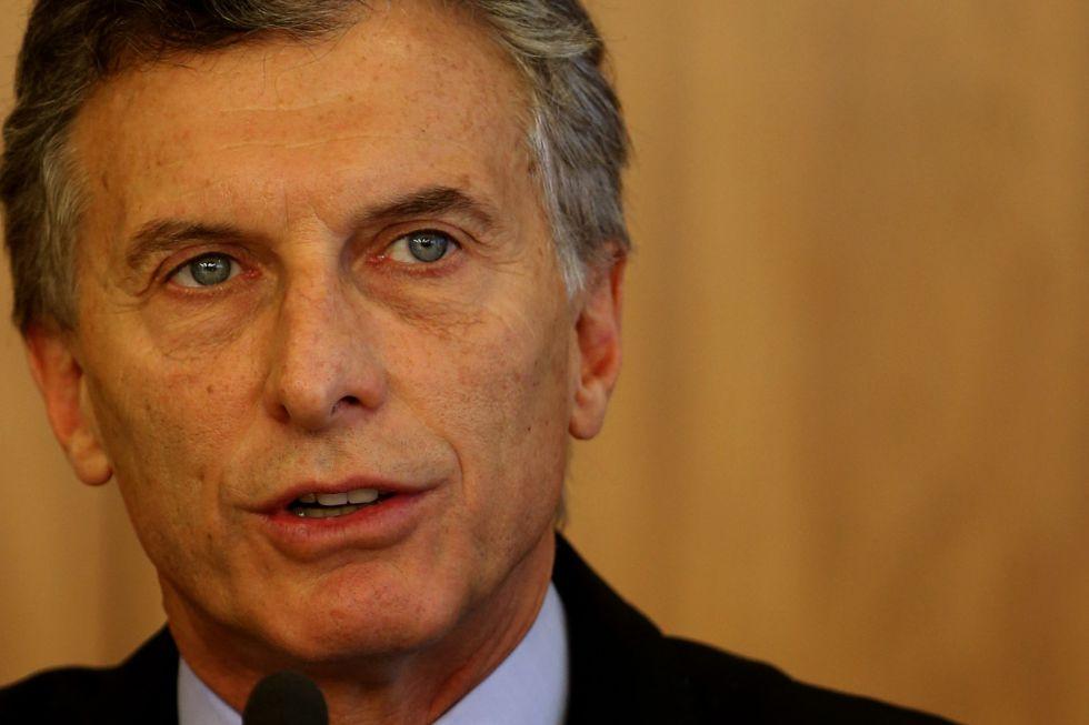 Macri baixa decreto que permite derrubar aviões do narcotráfico