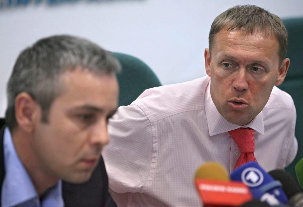 Los antiguos espías rusos Andréi Lugovói (derecha) y Dmitri Kovtun