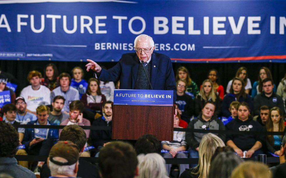 Bernie Sanders durante um evento de campanha em Iowa.