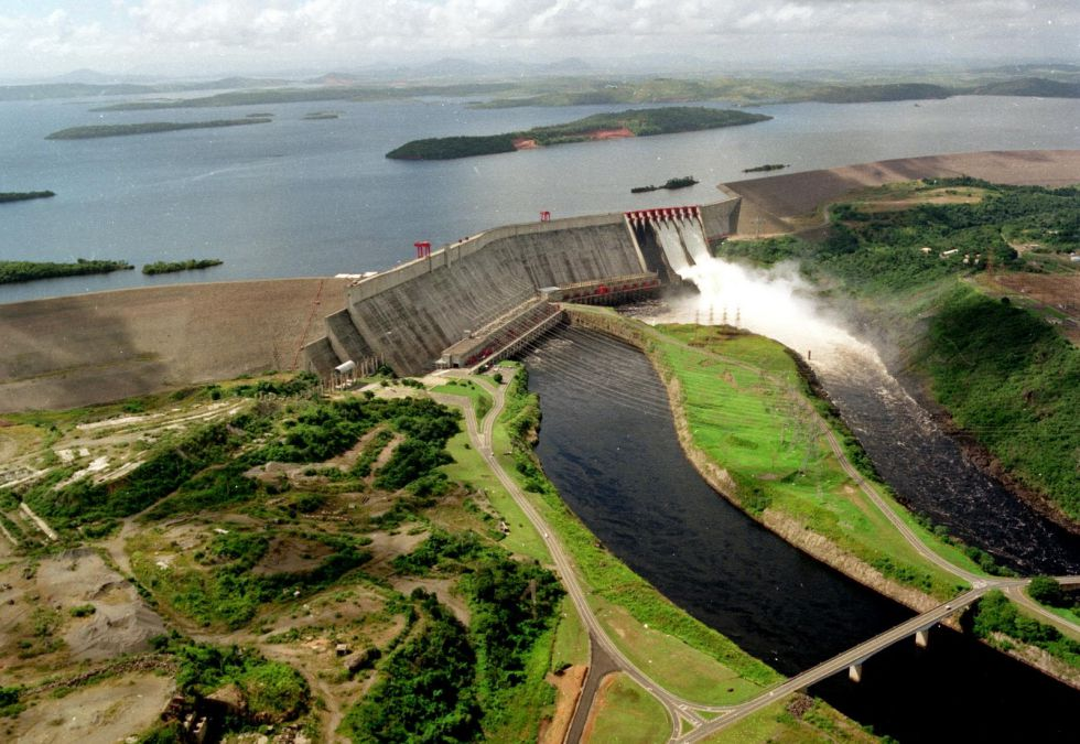 Más de la mitad de la energía eléctrica de Venezuela es generada por sistemas hidroeléctricos, en particular la represa de Guri.