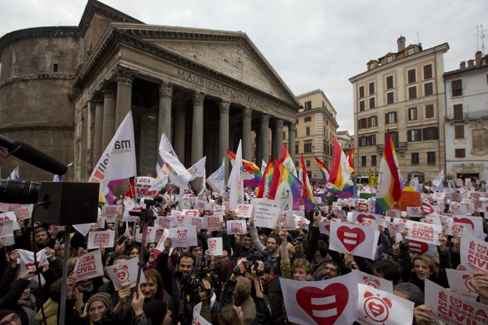 Manifestación por el reconocimiento de las uniones gais en Roma este sábado.
