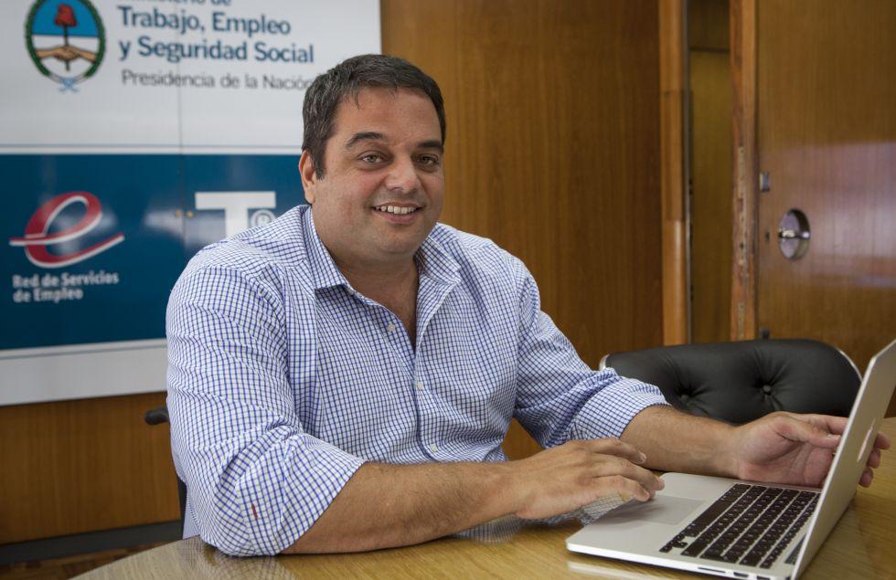 El ministro argentino de Trabajo, Jorge Triaca, en su despacho.