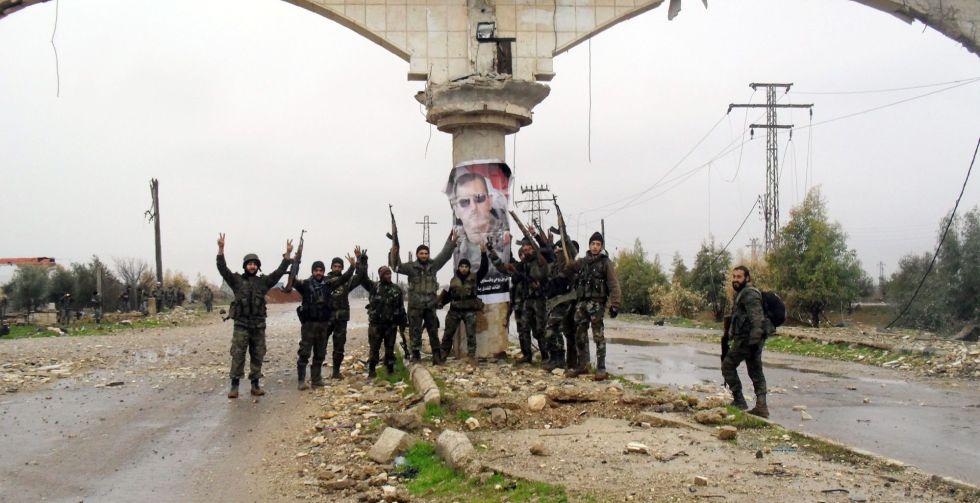 Fuerzas del régimen celebran la toma de Sheikh Miskeen.