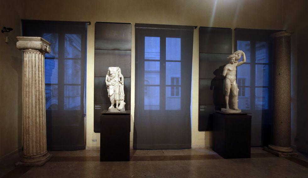Algunas de las estatuas de los Museos Capitalinos (Roma) que fueron cubiertas durante la visita de Rohani.