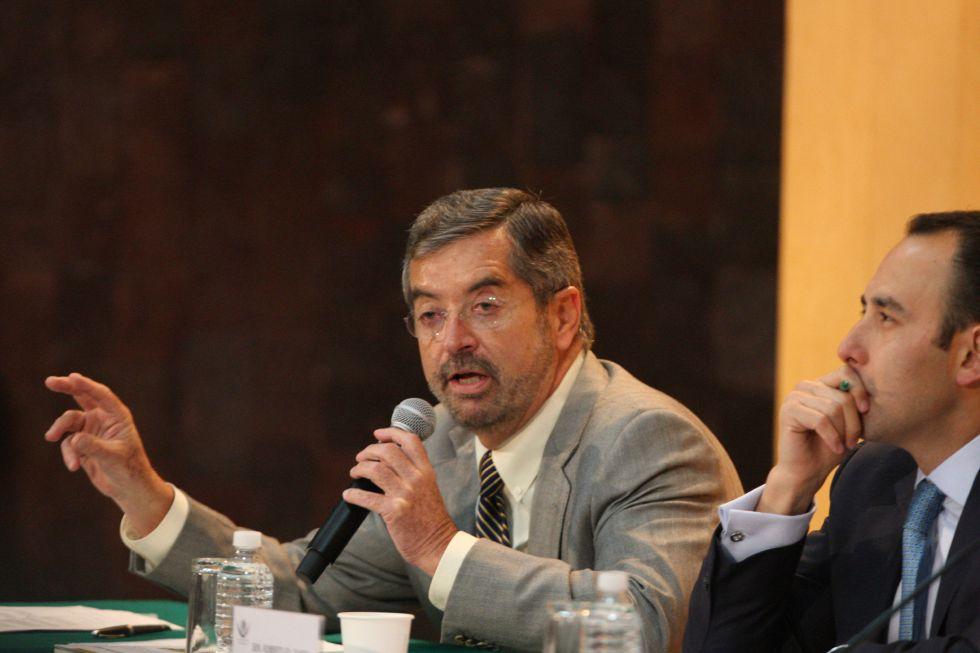 Juan Ramón de la Fuente en el foro sobre el cannabis.