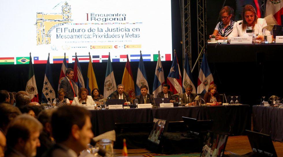 Encuentro de ministros de Justicia y fiscales en Antigua (Guatemala).