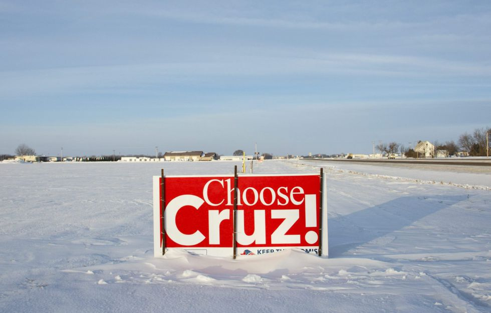 Un cartel apoyando al candidato presidencial republicano Ted Cruz en Clear Lake, Iowa.