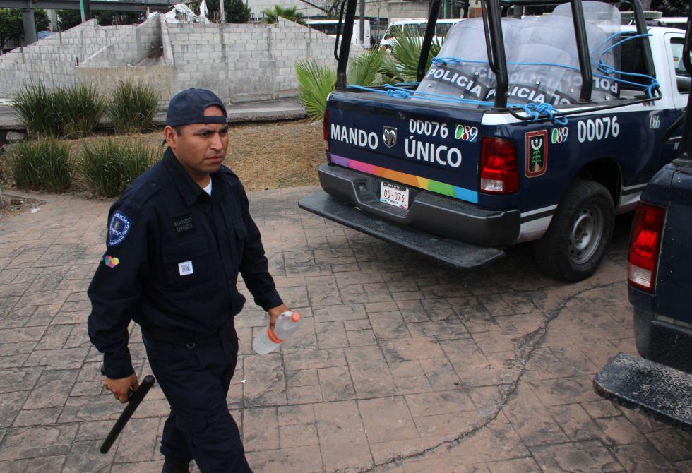 Un agente del sistema policial de mando único, en Cuernavaca.