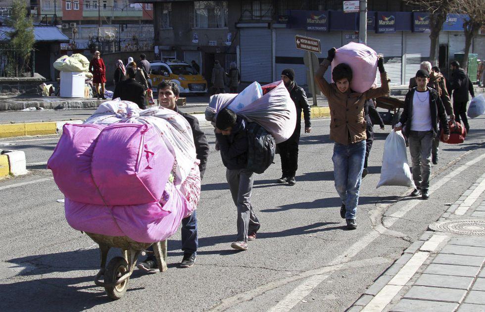 Kurdos huyen de Diyarbakir