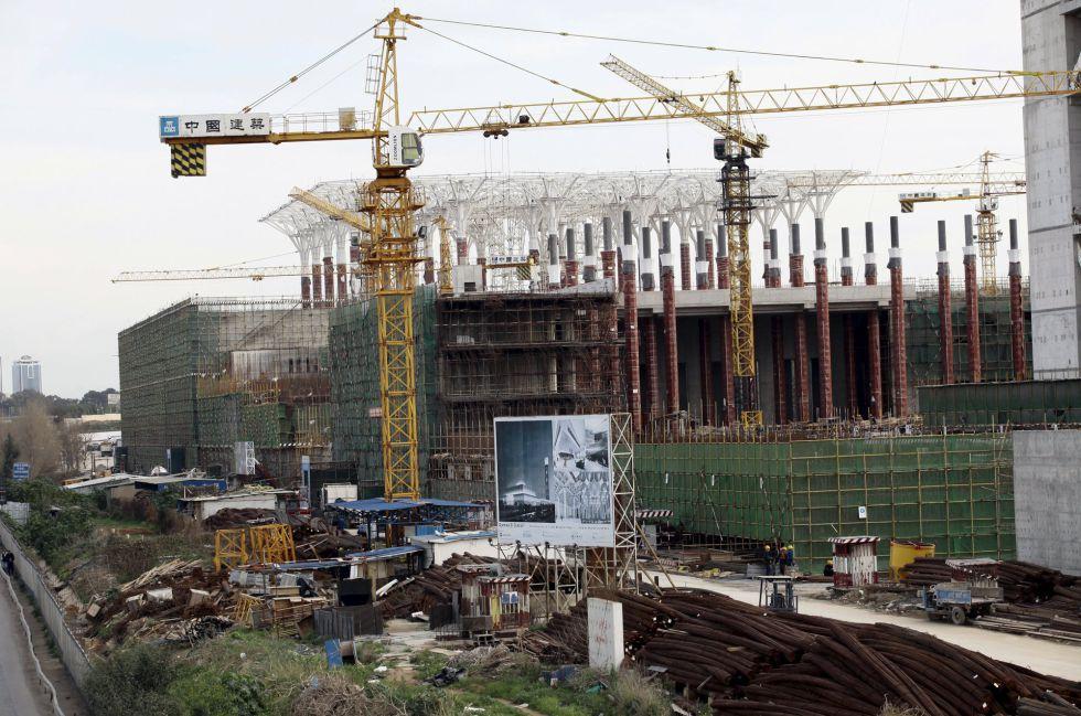 Construcción de la Gran Mezquita de Argel, el pasado 20 de enero, a cargo de la compañía China State Construction Engineering Corporation (CSCEC), una de las dos empresas chinas contratadas para edificar el mayor puerto de Argelia.rn