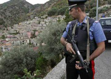 La policía italiana detiene a dos mafiosos que vivían en un búnker