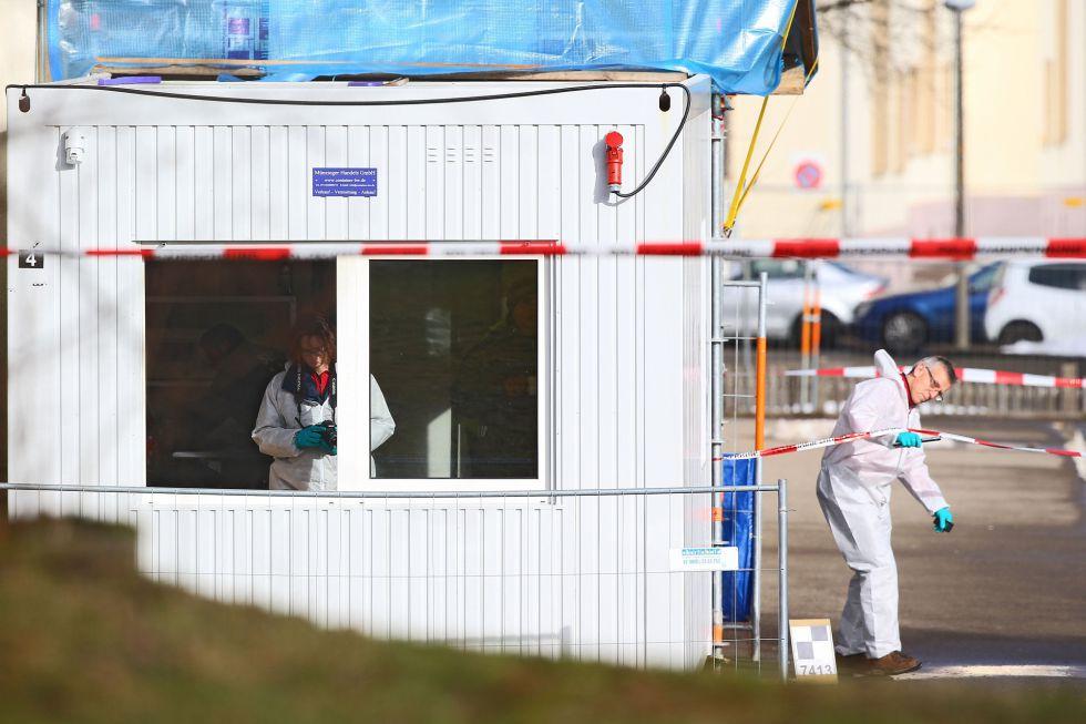 Agentes de policía investigan el ataque más reciente en Alemania.