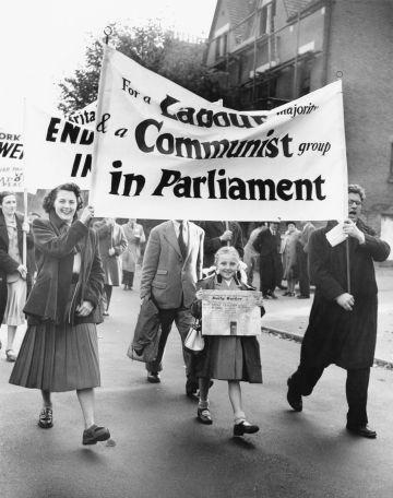 Partidarios de J. R. Campbell, candidato comunista en las elecciones generales de Reino Unido en 1951