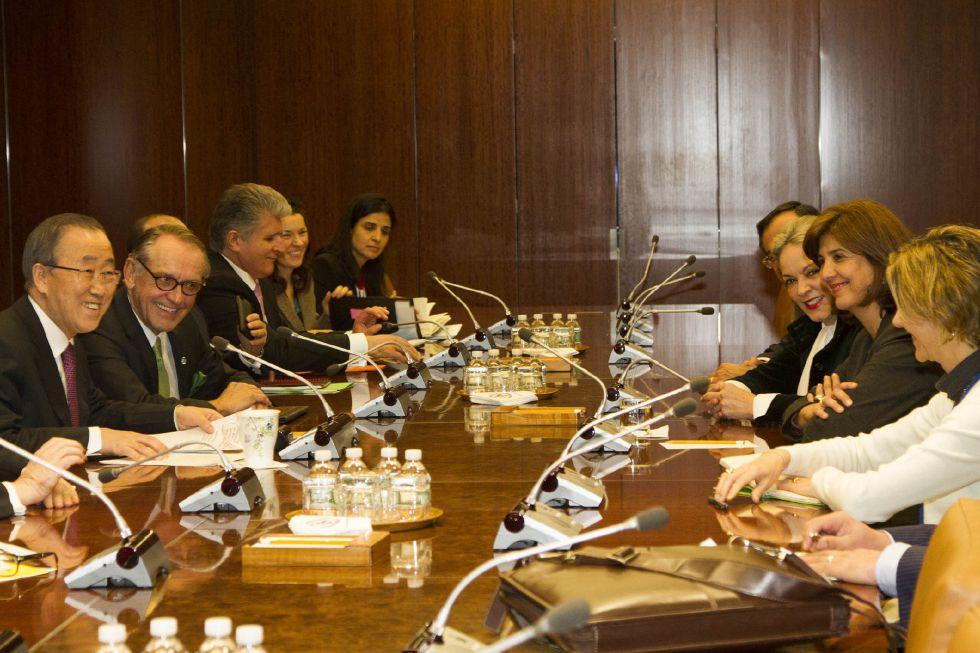 Ban Ki-moon, en una reunión con la canciller colombiana María Ángela Holguín.
