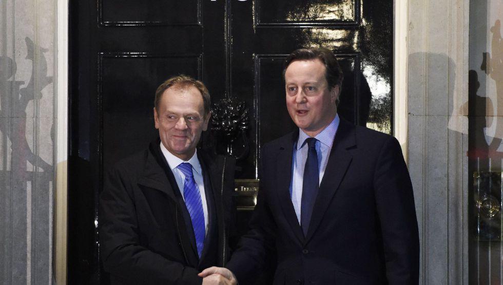 Cameron y Tusk antes de reunirse el domingo en Londres.