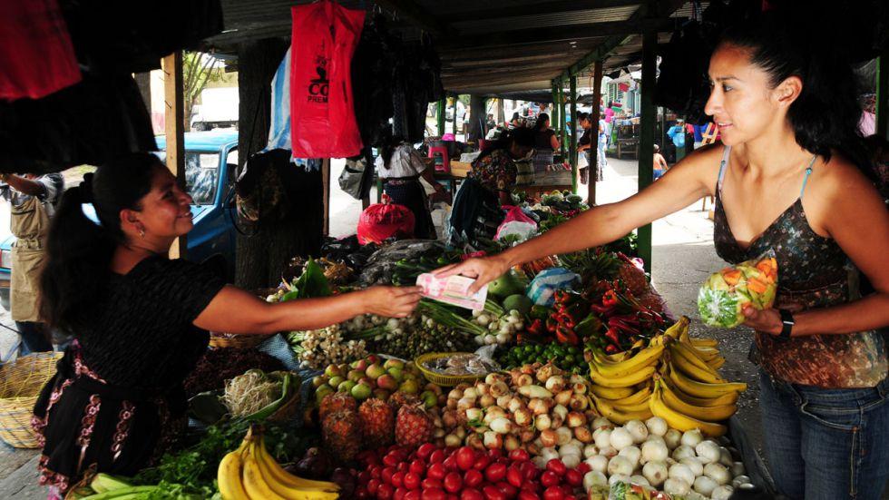 Un mercado de productos agrícolas en Guatemala.