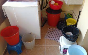 Así reservaron agua los vecinos de Lomas de Sotelo.