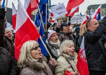 Bruselas pide más explicaciones a Polonia por sus leyes controvertidas