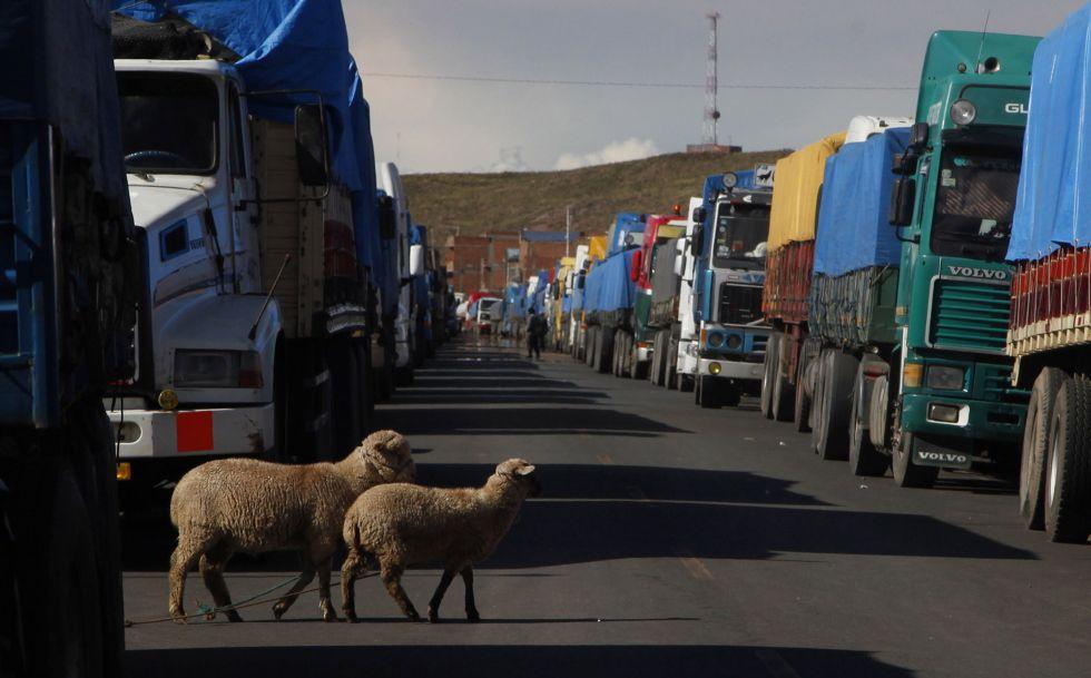 La huelga de transportistas en a frontera con Perú.