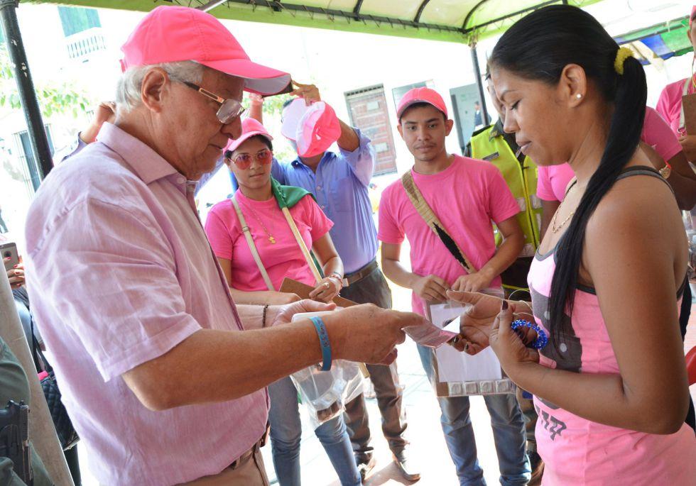 Reparto de condones y repelentes contra el virus del zika en Barranquilla