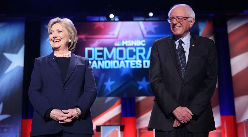 Hillary Clinton y Bernie Sanders, antes del debate en New Hampshire.