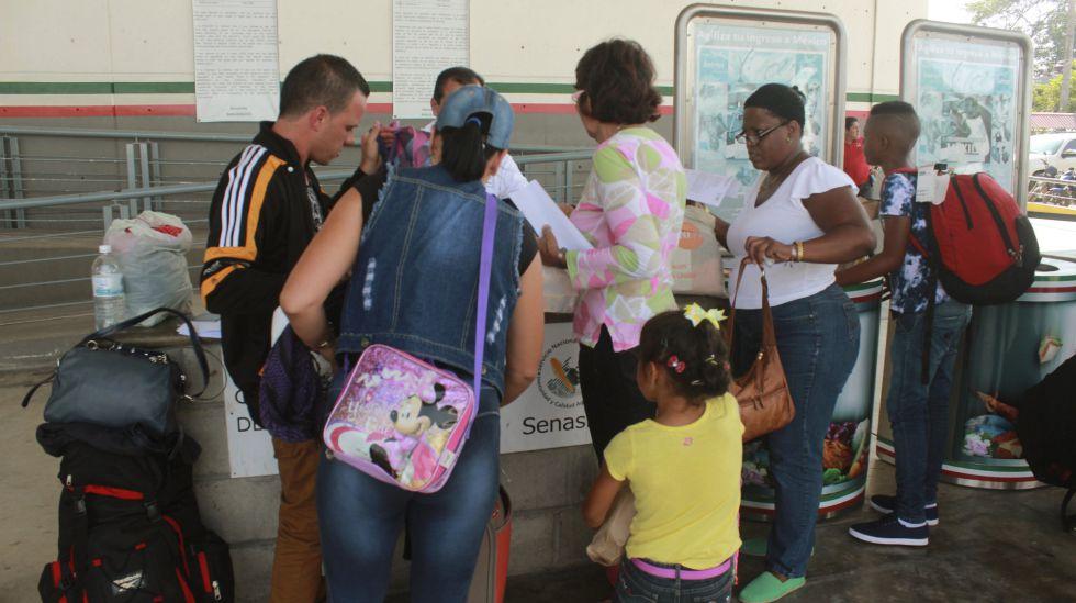 Una familia cubana ingresando en México
