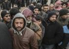 Decenas de miles de sirios huyen de Alepo hacia la frontera turca