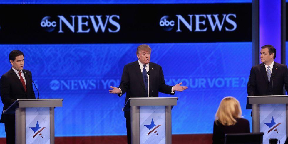 De izquierda a derecha, Marco Rubio, Donald Trump y Ted Cruz, al inicio del debate.