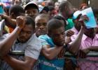 Inmigrantes de origen haitiano esperan para regularizar sus papeles en Santo Domingo (archivo)