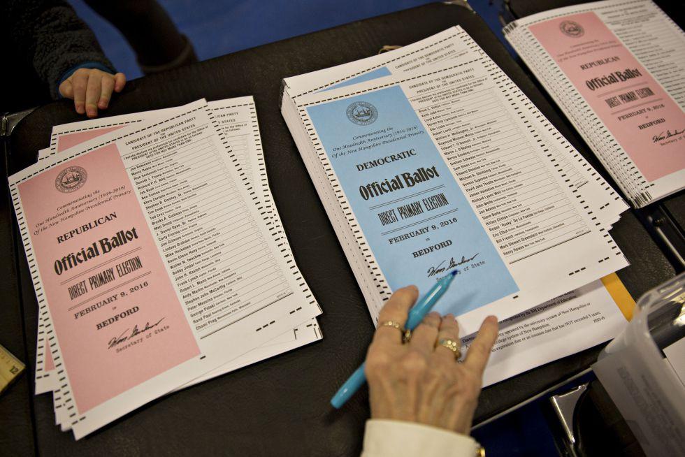 Papeletas para votar en un colegio de Bedford, New Hampshire.