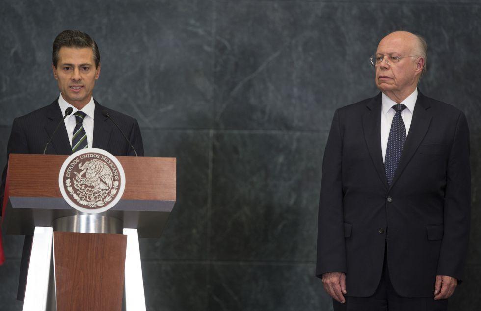 El presidente Peña Nieto y José Narro, ministro de Salud.