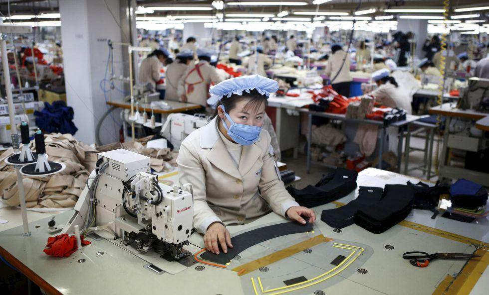 Una trabajadora norcoreana, en una empresa surcoreana en Kaesong