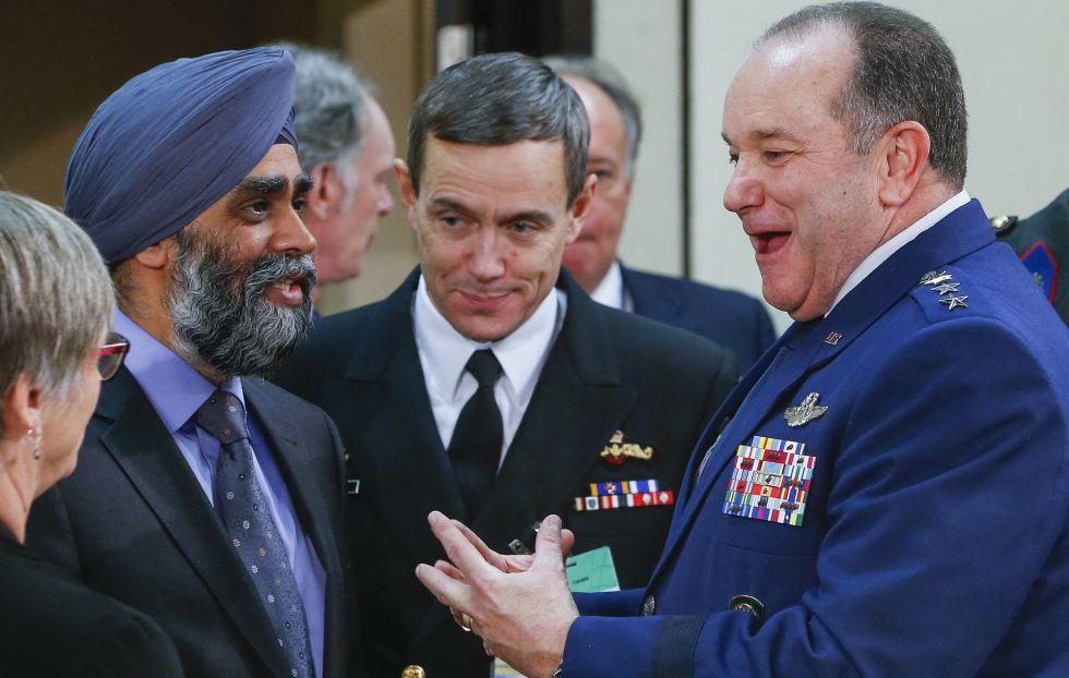 Altos cargos militares en la reunión de la OTAN en Bruselas.