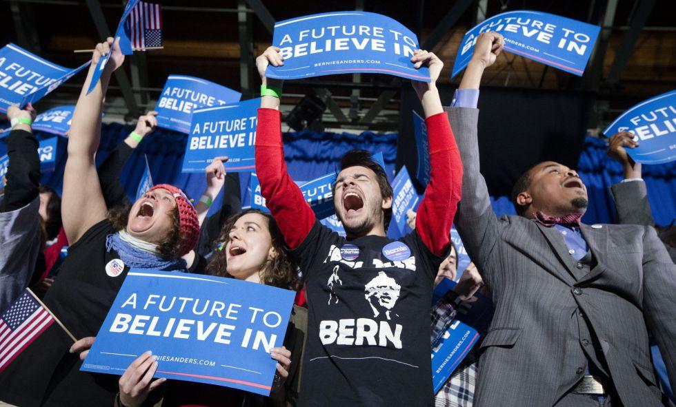 Partidarios de Bernie Sanders, en la fiesta de fin de campaña del martes.