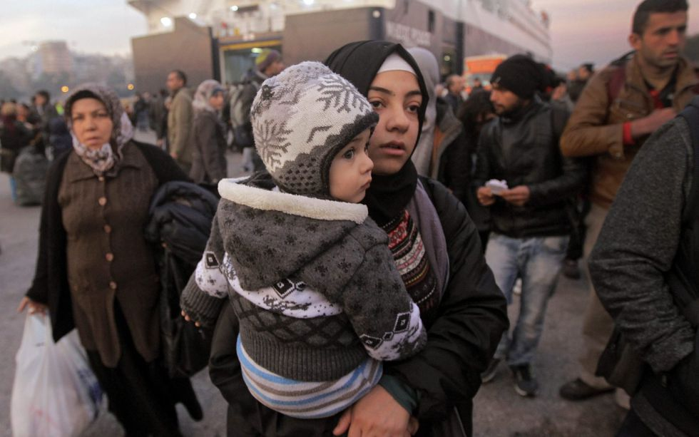 Refugiados desembarcan en Atenas