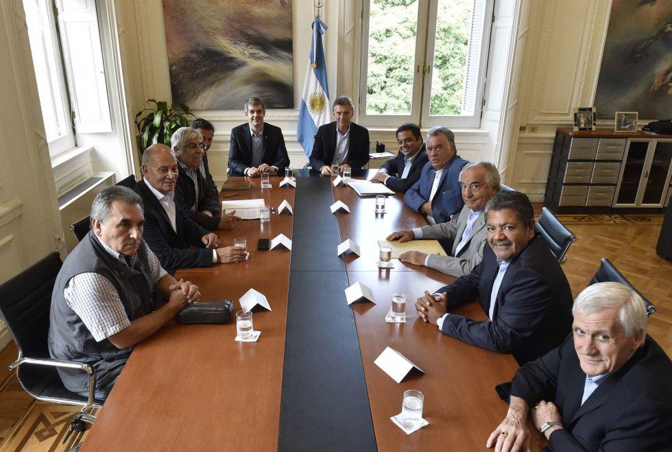 Mauricio Macri reunido con líderes sindicales en Buenos Aires